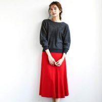 赤スカートの冬コーデ【2021】大人女性の魅力がアップする着こなし♪