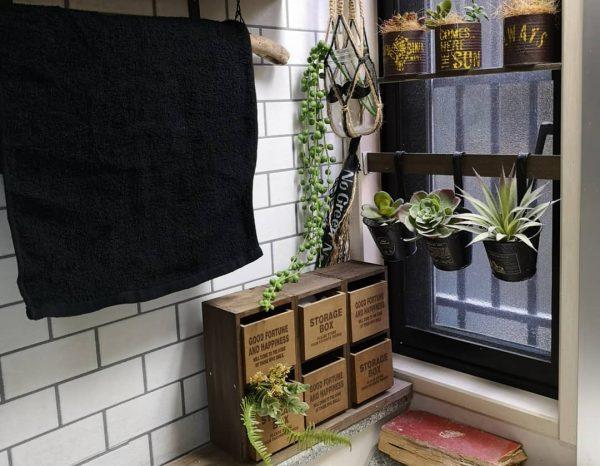 洗面所のニッチスペースにDIYカフェ風収納