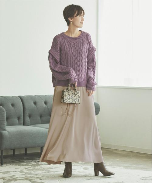 サテンフレアロングスカート