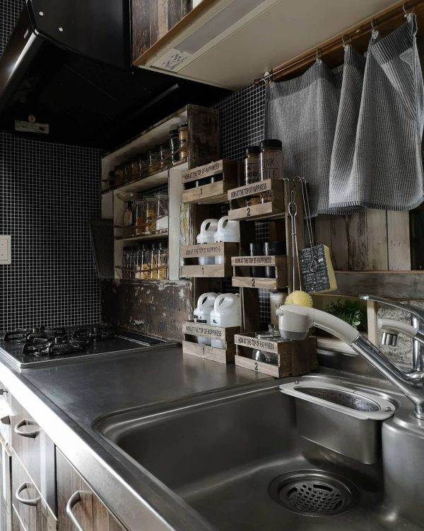 DIYで作るカフェ風調味料収納インテリア