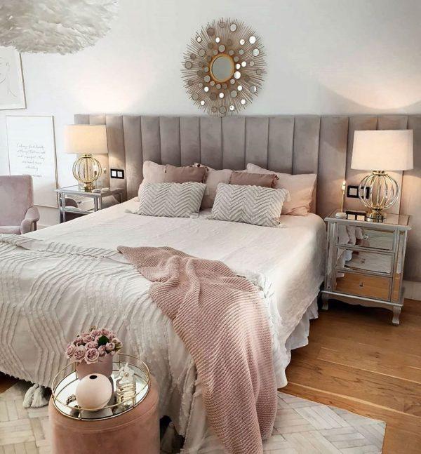ピンクがおしゃれなフレンチシックの寝室