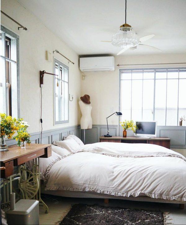 ノスタルジックなインテリアの寝室