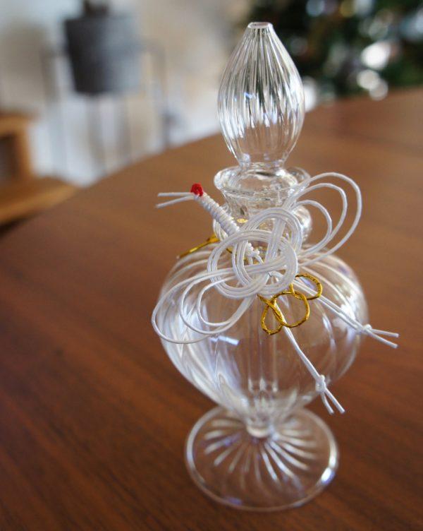 ガラスの小瓶をお正月風にアレンジ