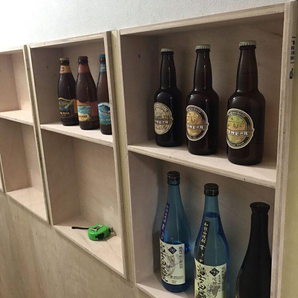 壁面収納でお酒をディスプレイする実例