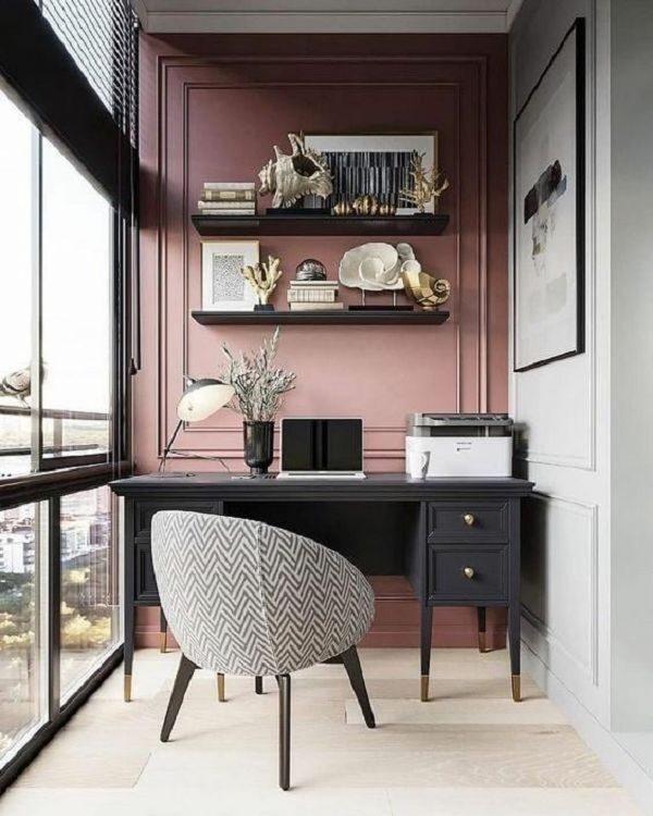 ピンク×黒でかわいい勉強部屋
