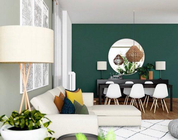 緑のアクセントクロスと丸形の鏡が好バランス