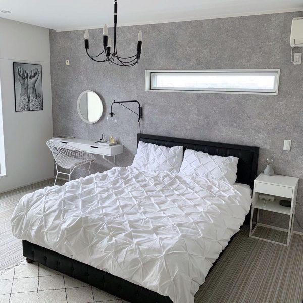 ドレッサーもある憧れの寝室