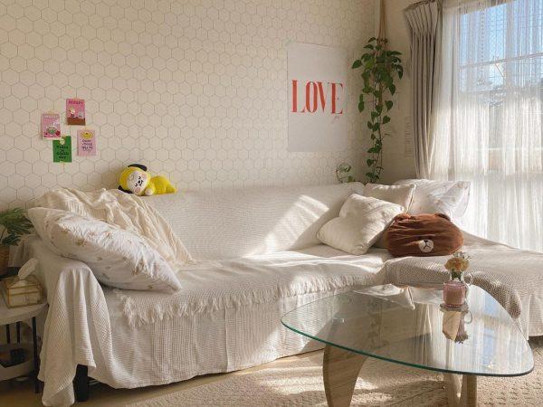 ソファカバーも白で統一したオルチャン部屋