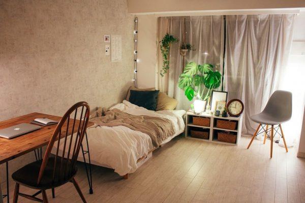良い眠りにつけるモンステラのある風水的寝室