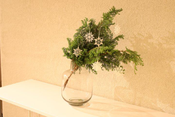 """冬の香りも贈りたいなら「ヒムロ杉やコニファーなどの""""杉類""""」"""