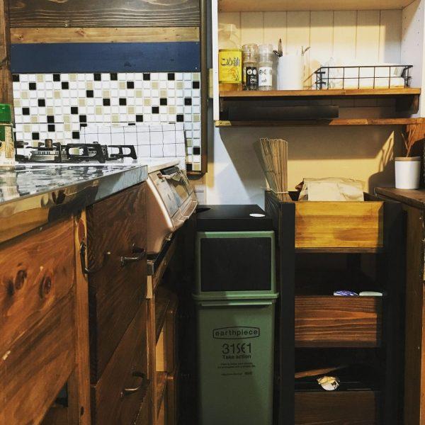 たっぷり収納できるdiyキッチンワゴン