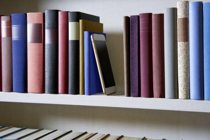 おすすめ本棚とおしゃれに本を飾るコツ3