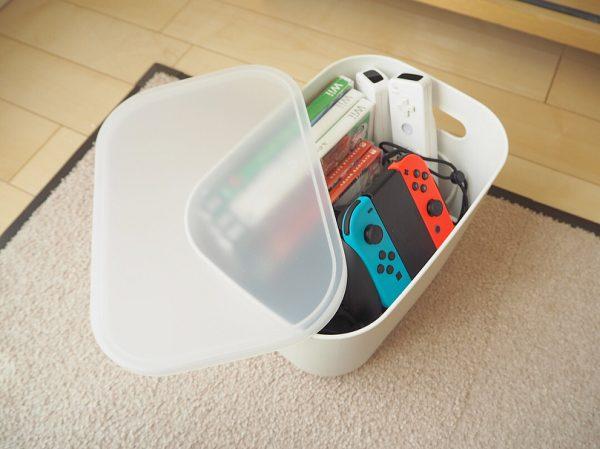 ゲーム機器はフタ付きケースにざっくり収納