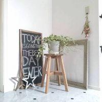 西向きの玄関に風水的に置くといいインテリア特集!鏡や花を飾って運気を上げよう