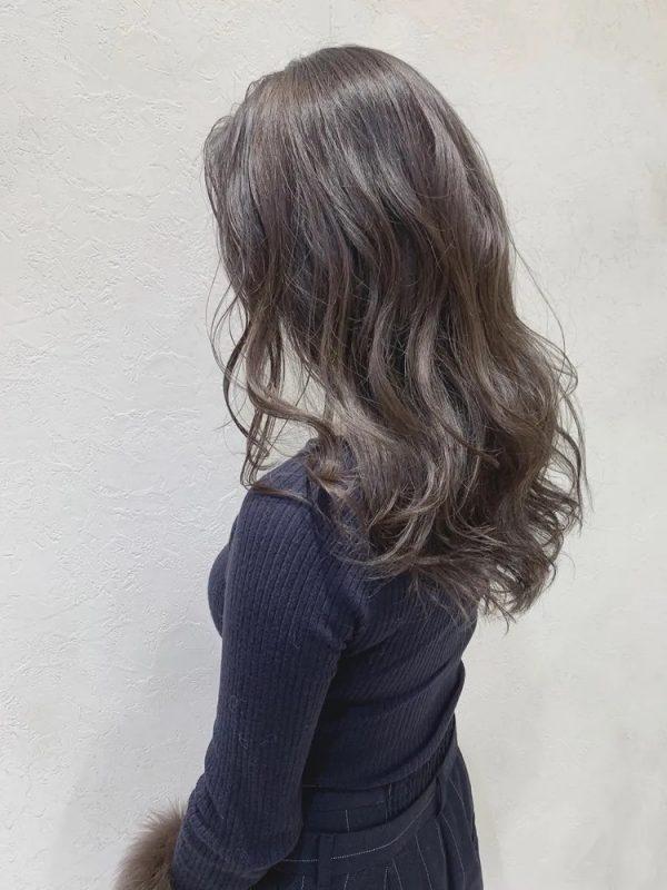 イエベ秋に似合う暗めの髪色 ロング