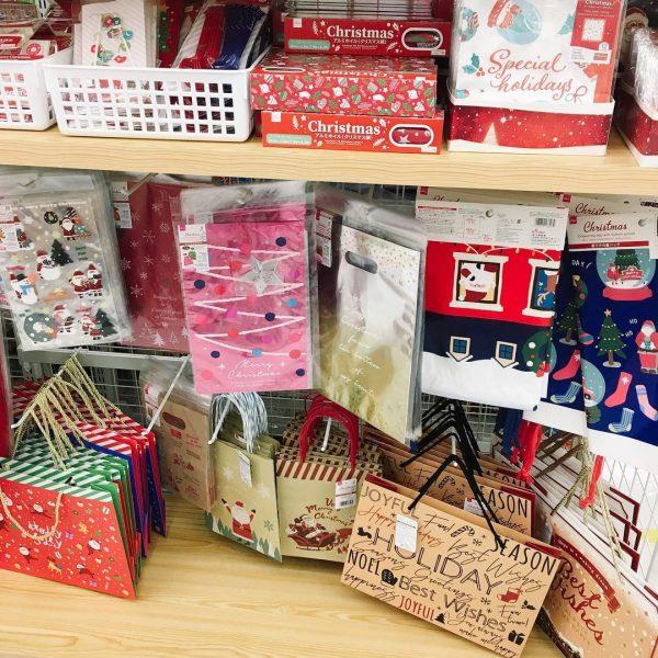 クリスマスを彩るダイソー手提げ紙袋