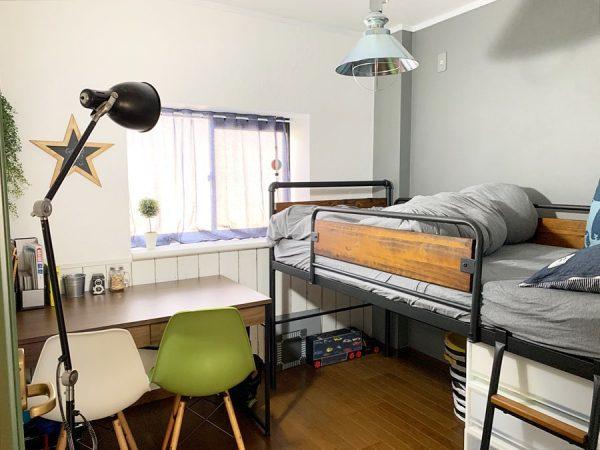 ロフトベッドを活かしたおしゃれな男子部屋
