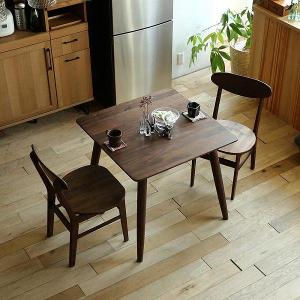 ワンルームにおすすめ!無垢材のダイニングテーブル