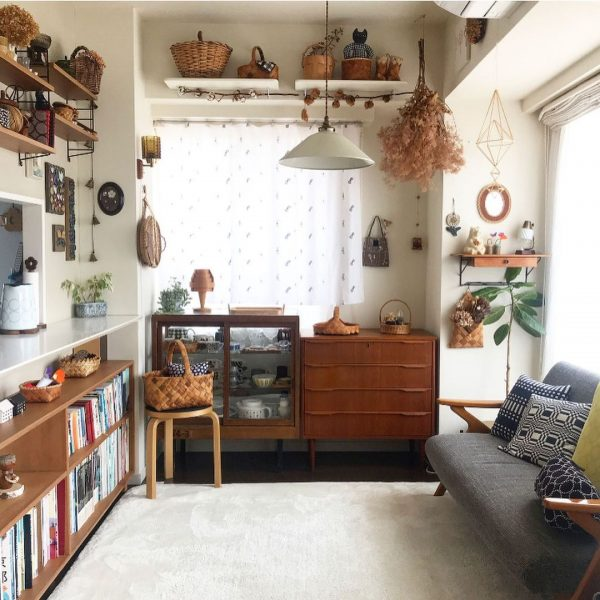 キッチン前にソファを