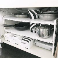 開き戸タイプのコンロ下収納アイデア!お鍋や食器をスッキリ使いやすくしまおう♪