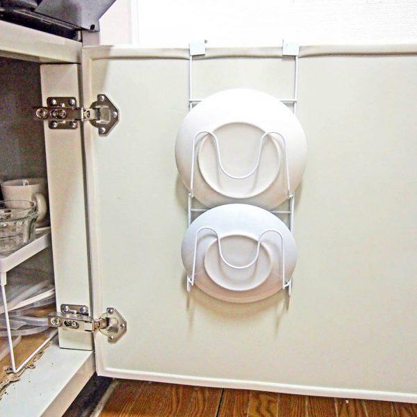 開き戸タイプのコンロ下収納 食器・タッパー3
