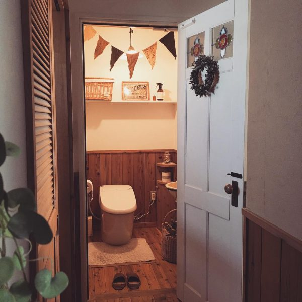 優しく馴染むカゴがトイレ収納に活躍