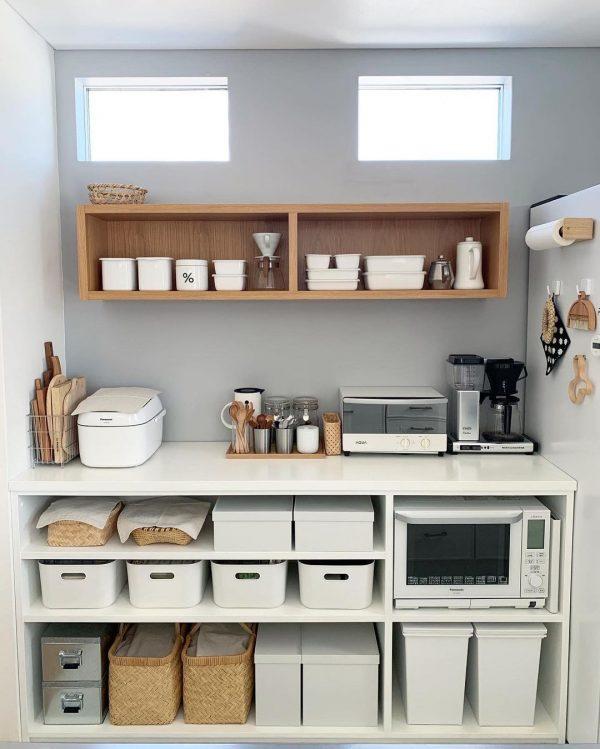 キッチンの背面棚をすっきりさせる実例