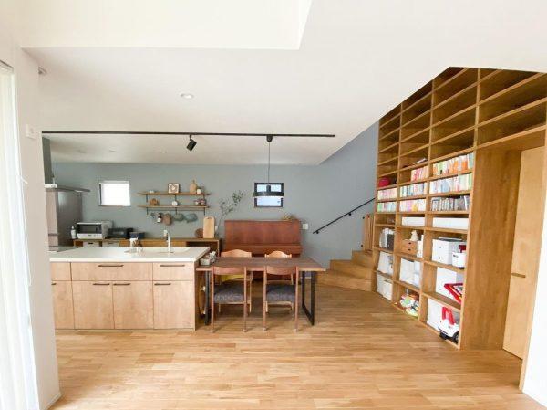 圧巻の造作本棚