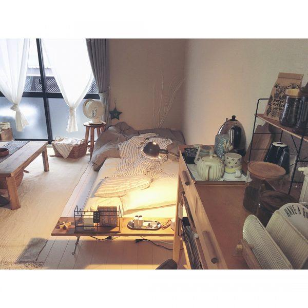 家具を使ってベットを仕切るレイアウト