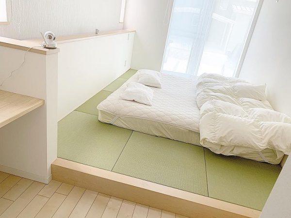 子供と一緒に楽しく過ごせる小上がりのある寝室