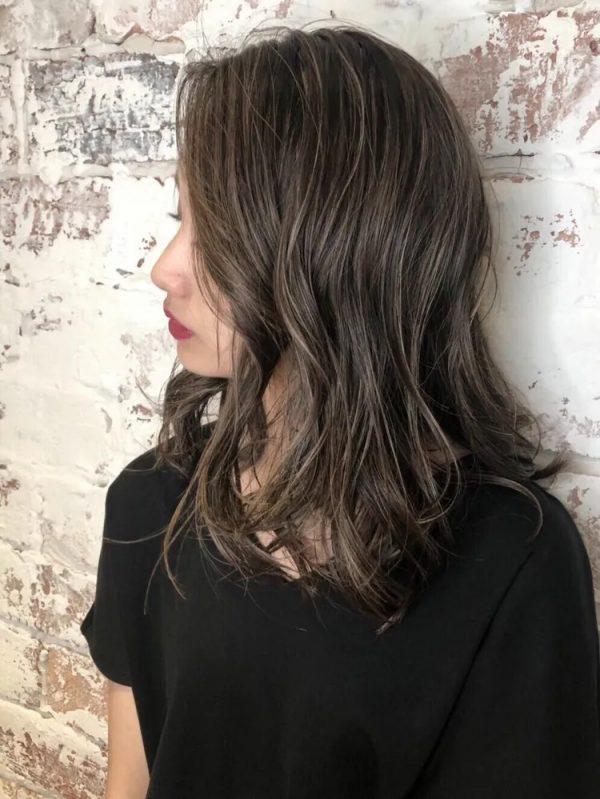 イエベ秋に似合う暗めの髪色 ミディアム3