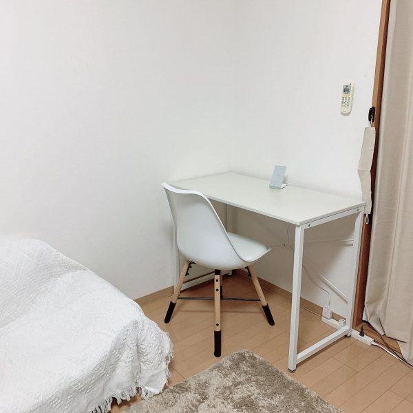 ワンルームを快適に!白いダイニングテーブル