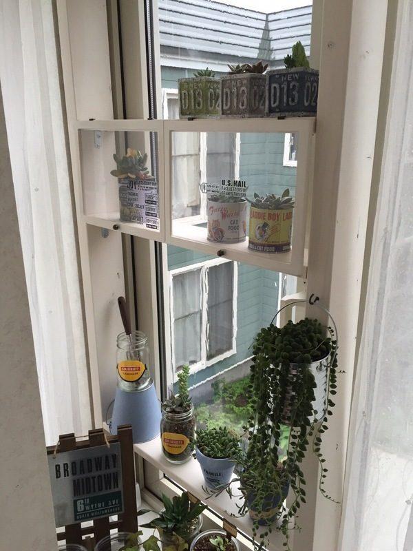 出窓を飾るDIYガーデニング用の棚