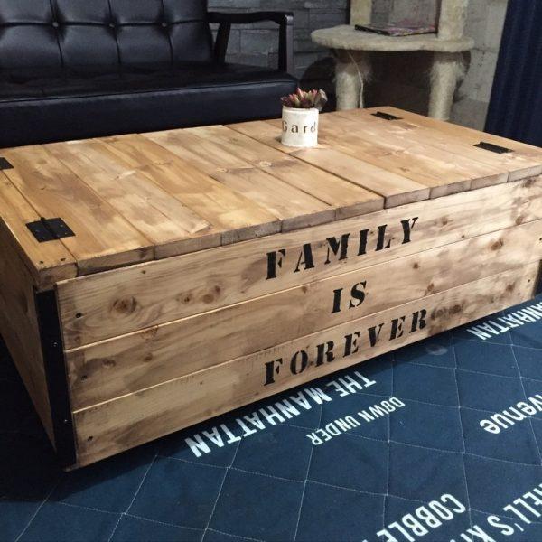 大きい収納付きの木製ローテーブル
