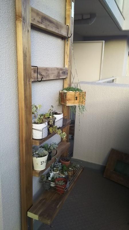 ベランダを飾る木製DIYガーデニング用の棚