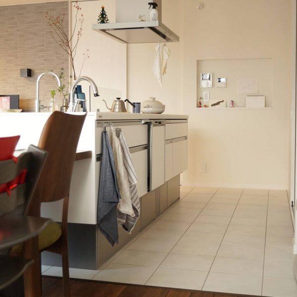 便利に使えるキッチン横のニッチ