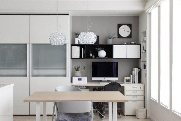 キッチン横の使い勝手の良いパソコンスペース