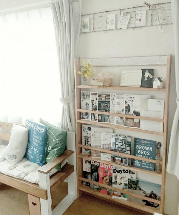 ソファーと本棚でリビング読書スペース