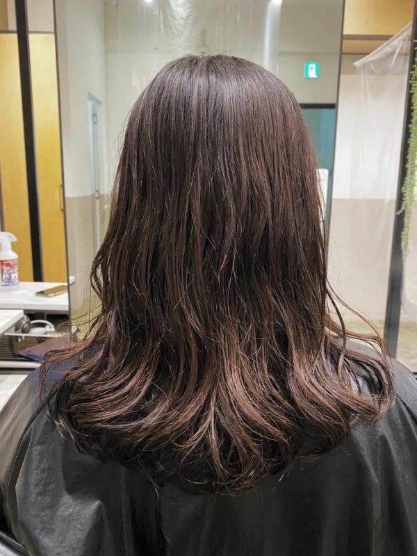 イエベ春向きのアンニュイで暗めの髪色