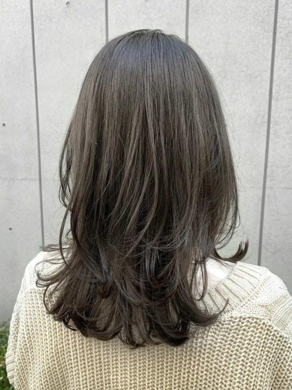 イエベ秋に似合う暗めの髪色 ミディアム4