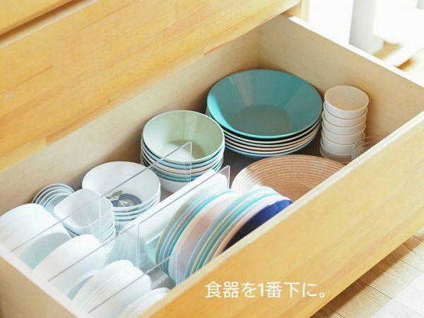 無印のアクリル仕切りで食器収納実例