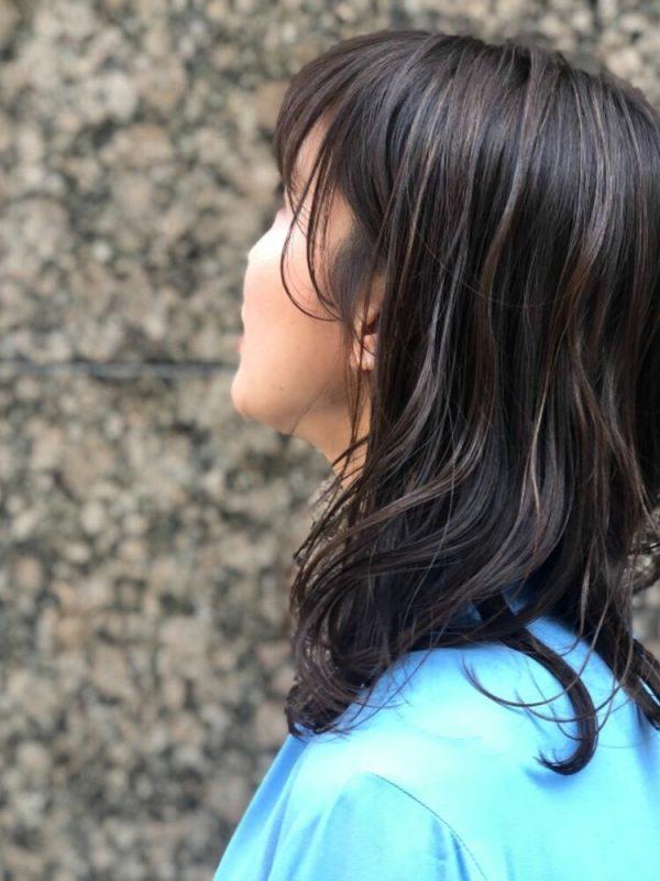 ツヤっと綺麗なブルージュの髪色