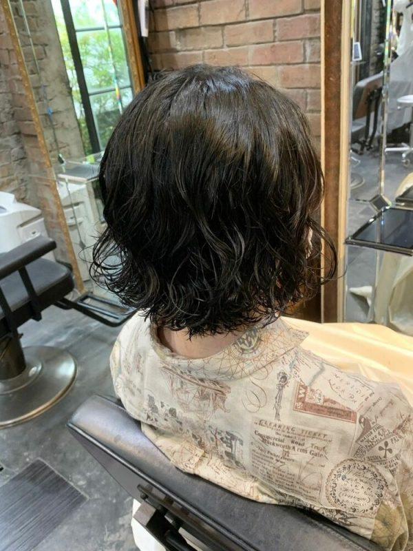 黒髪で作るアンニュイなウェーブボブ