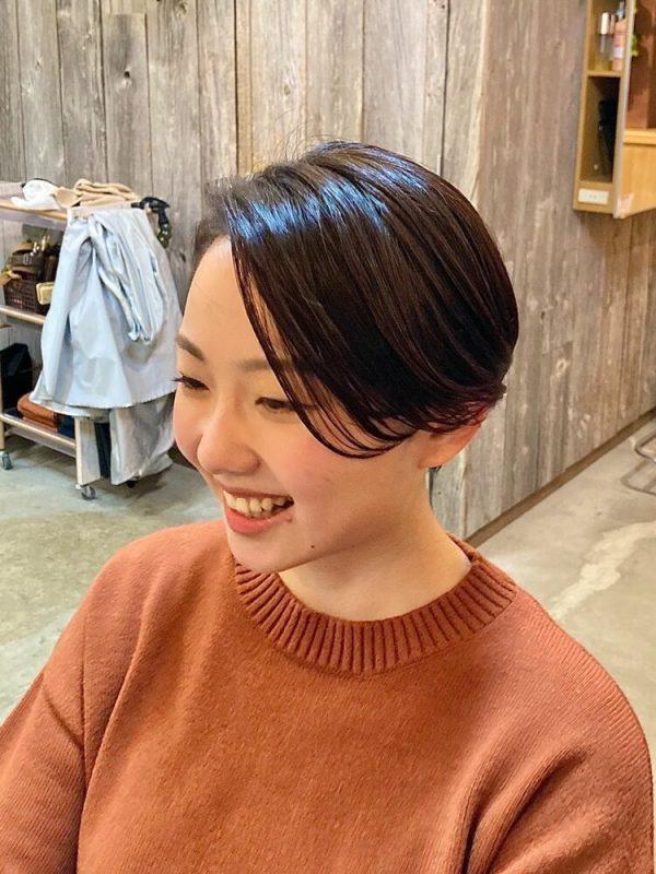 流し前髪のハンサムショートヘア