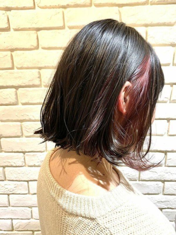 ワインレッドのインナーカラー×黒髪