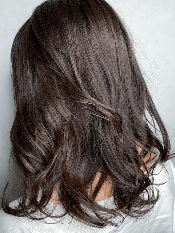 透明感の清楚グレージュの髪色