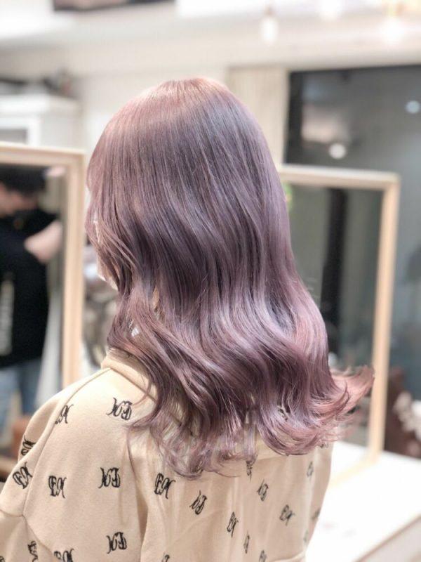 透け感ラベンダーピンクミルクティーの髪色