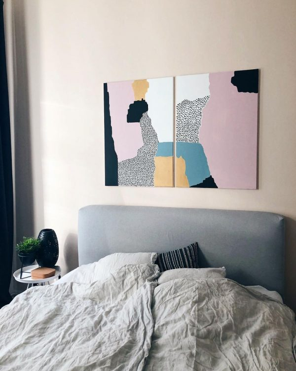 アートでピンクをさりげなく取り入れたお部屋