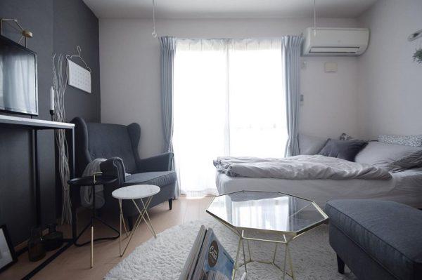 グレーが際立つシックな一人暮らしの部屋