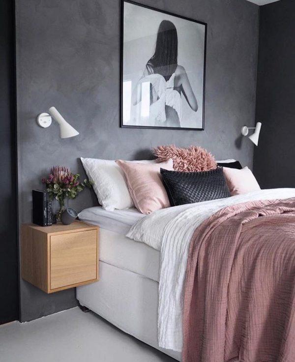 濃いめの「グレー×ピンク」がカッコいいお部屋
